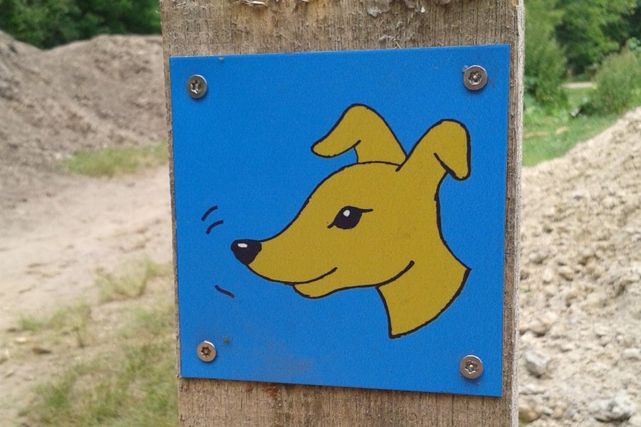 bordje wandelroute honden