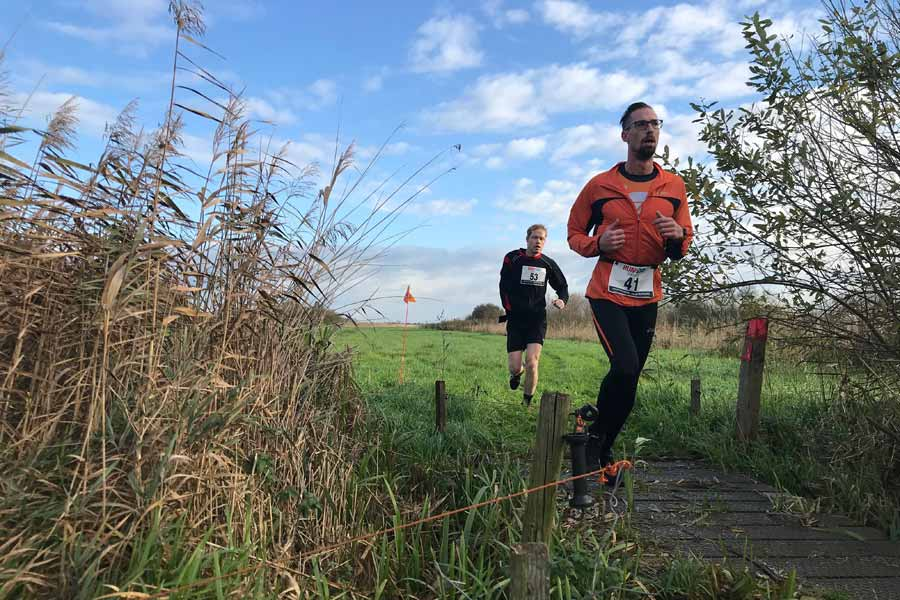 twee trailrunners in de weerribben